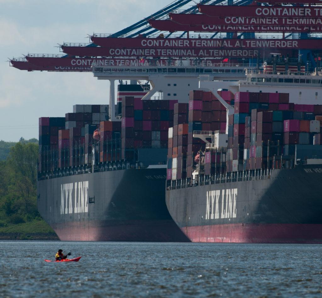 """Das Blog hätte ich """"mit dem Kajak vor dem Containerschiff"""" heißen können."""